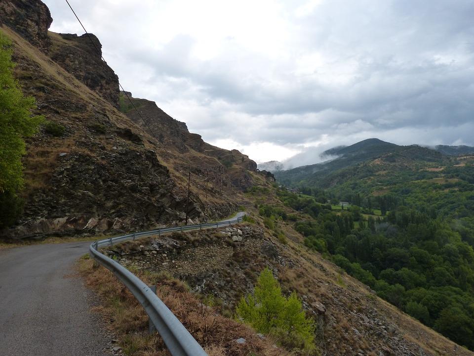 rural-road-1651025_960_720
